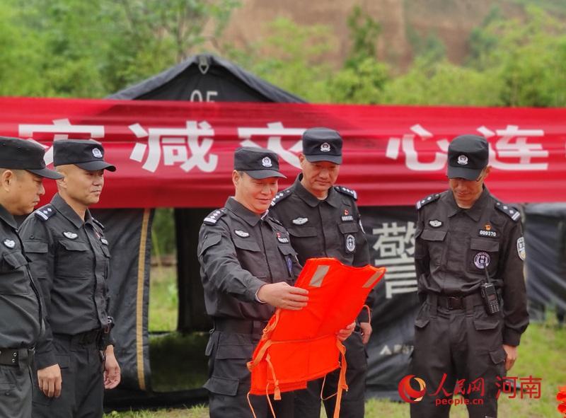 防灾减灾人人有责 郑州特警教你遇到灾害咋自救