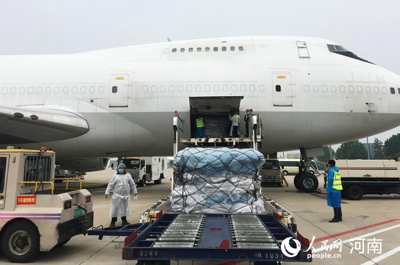 """中国邮政号""""郑州—欧洲""""定期全货机邮件专线开通"""