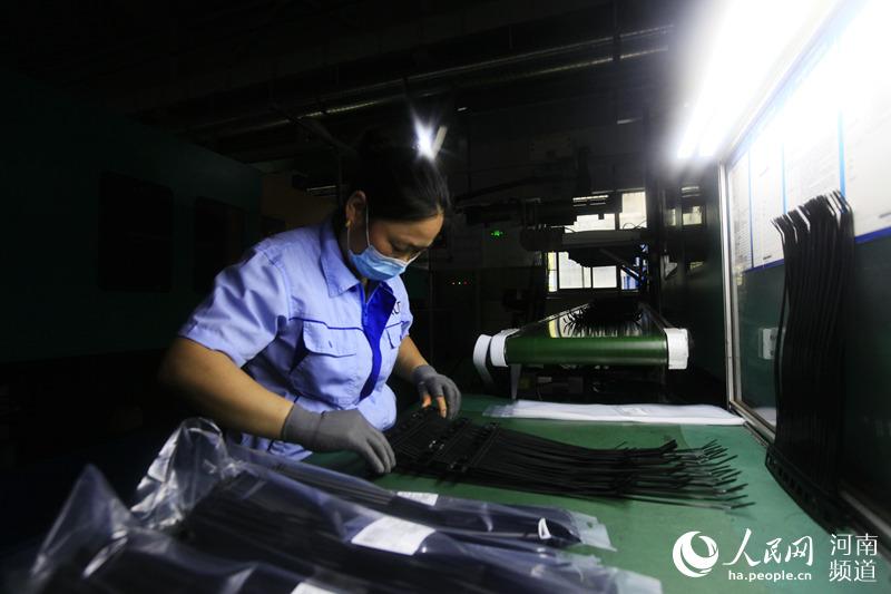 河南平顶山:出口企业加足马力保生产