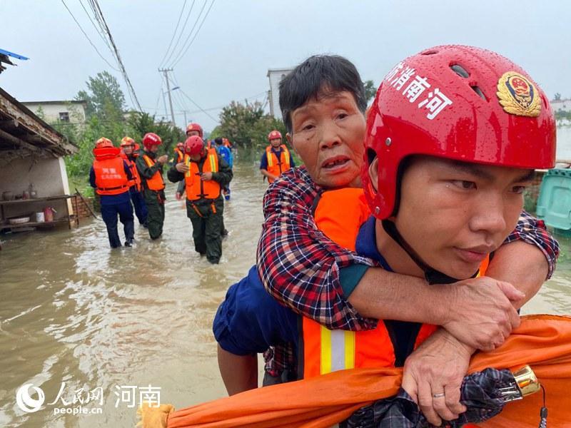 信阳多地城乡内涝 河南消防营救疏散被困人员675人