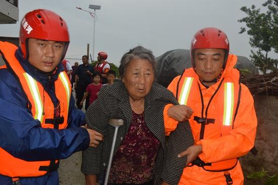 河南消防紧急驰援安徽抗洪 营救疏散人员3140人