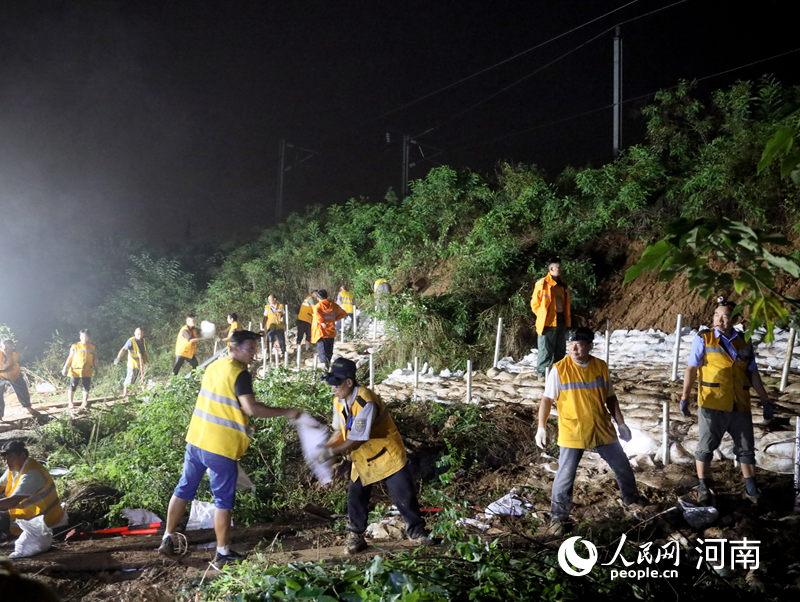 郑州:铁路抢险除隐患