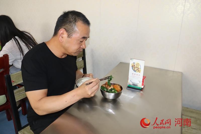 """味美价廉!河南推广""""半份菜"""" 公务灶瘦身""""小锅饭"""""""