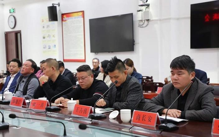 天南地北鲁山人返乡创业工作座谈会在鲁山县召开