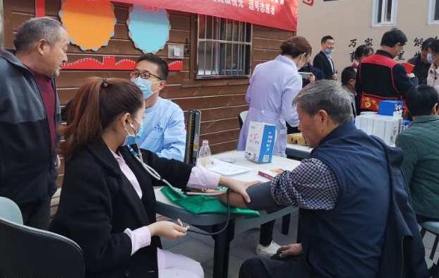 鹤壁市淇滨区:畅谈邻里情 欢度重阳节