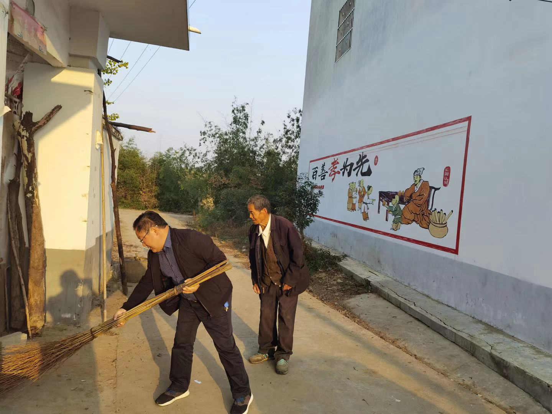 南阳市卧龙区:万名志愿者下乡 治理环境助脱贫