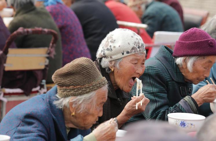 河南尉氏:爱心饺子宴 浓浓敬老情