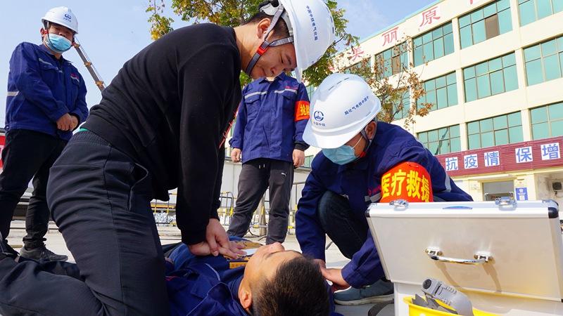 郑济项目部电力变电专业进行触电事故应急演练