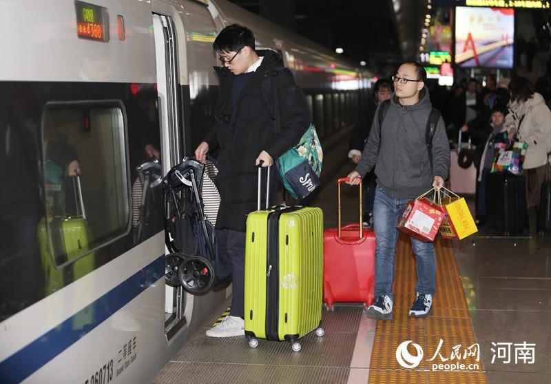铁路春运火车票开售 郑州预发送旅客1575万人