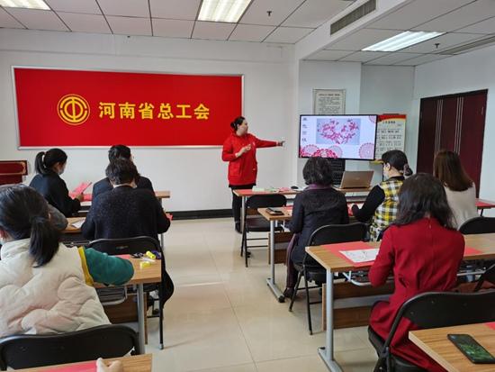 传承剪纸艺术 弘扬中华文化