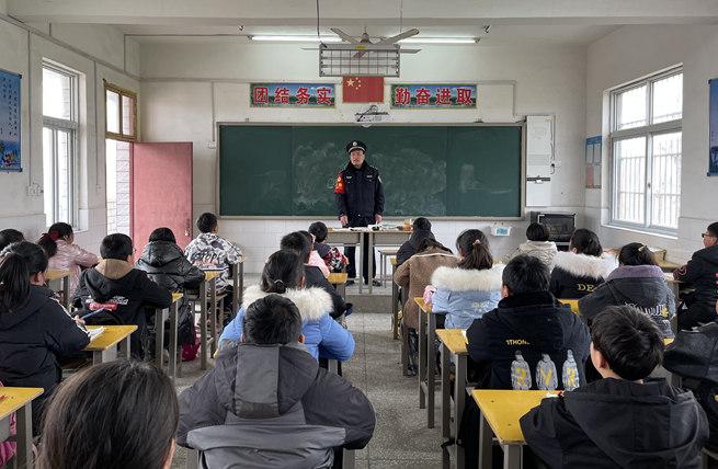 """鲁山县:开展铁路法制教育,讲好""""开学第一课"""""""