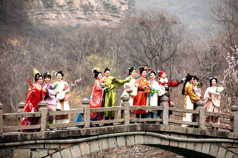 """从唐宫夜宴到汉服花朝节:读河南春天的""""诗和远方"""""""