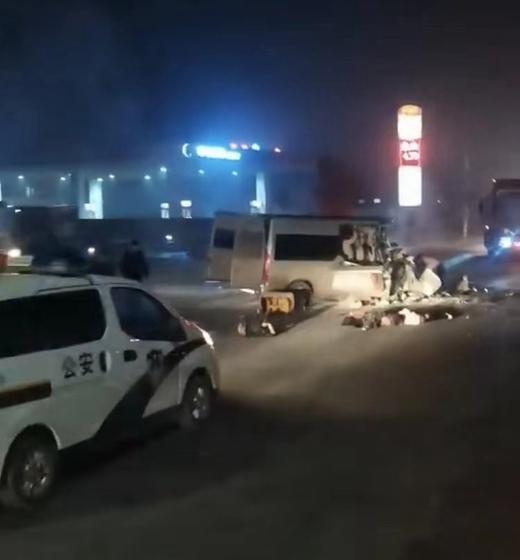 公安部交管局通报安阳6死6伤交通事故:系非法营运客车闯红灯