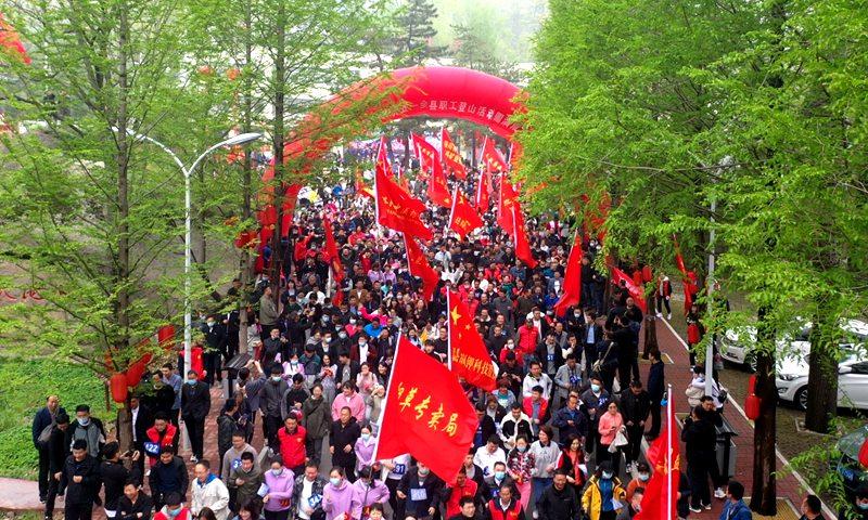 """嵩县举行庆""""五一""""职工登山活动暨天池山开园仪式"""