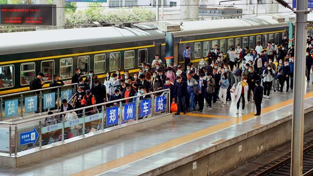 铁路迎返程高峰 郑州预计发送旅客72.5万人