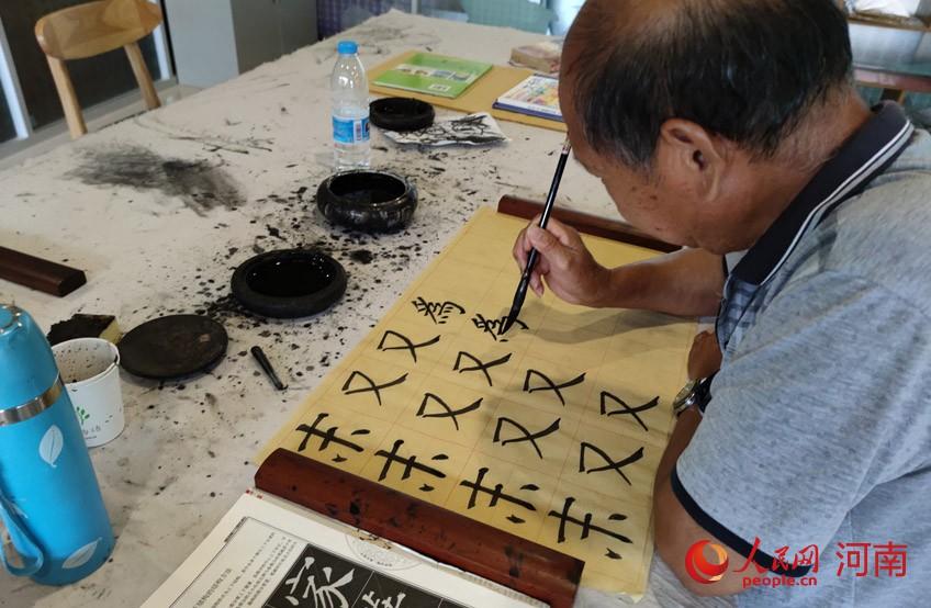 孙景灿老人的幸福生活。人民网 杨晓娜摄