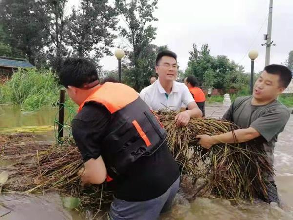 宝丰:党员干部冲锋在前 凝聚起战胜灾情正能量