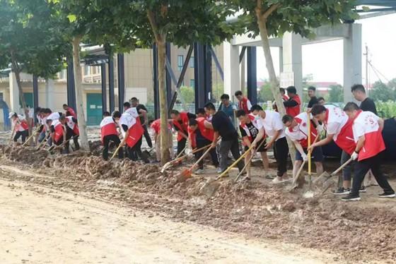 清淤保通!郑州市上街区党员、志愿者在行动