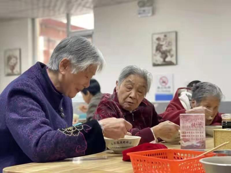 平顶山卫东区:一碗长者饭 温暖老人心