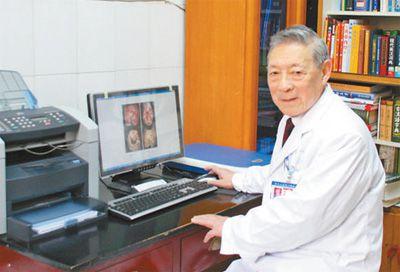 百岁老人张效房:永远站在为病人服务的第一线