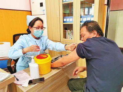 河南多地启动新冠疫苗普通人群接种 单个接种点日接种量提高2至4倍